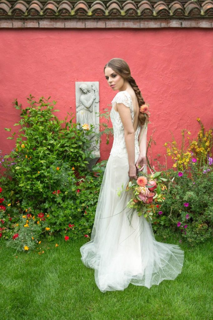 Lucy_Davenport_Photography_London Bride5 Zita Elze Flowers_w