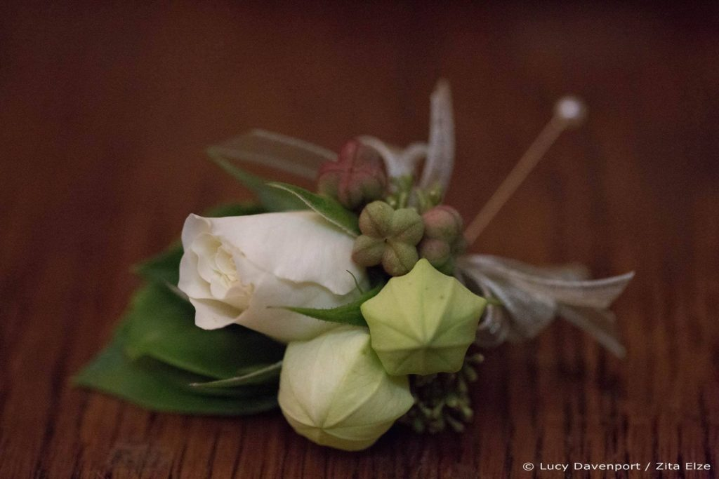 Zita Elze Bridal wedding flowers for Olivia and Benedict - boutonnière photo: Lucy Davenport KEW-053_wm