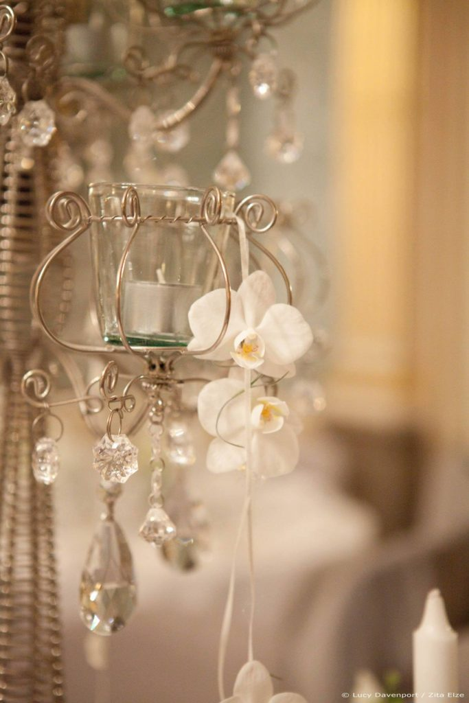 Zita Elze Wedding Flowers at Claridges Photo: Lucy Davenport 468 w_wm