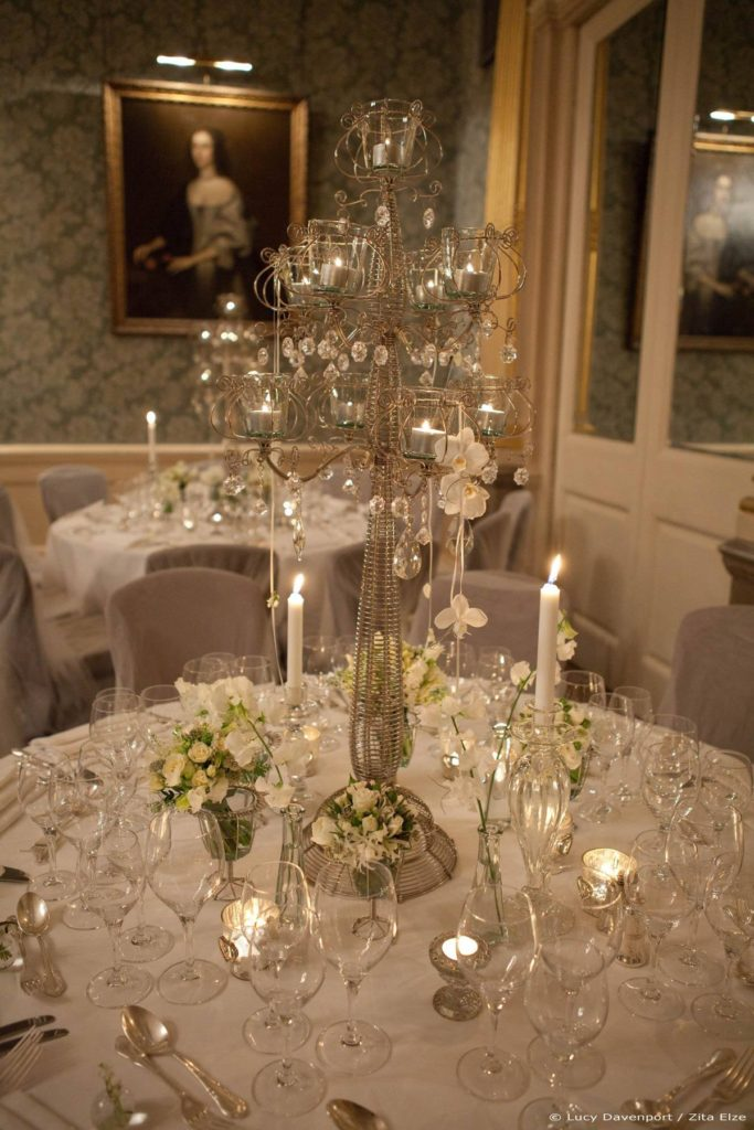 Zita Elze Wedding Flowers at Claridges Photo: Lucy Davenport 549 w_wm