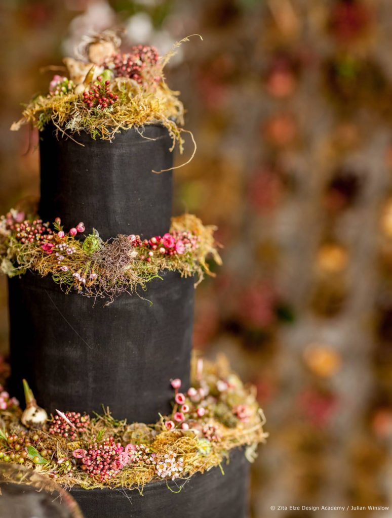 Zita Elze Design Academy Jisoo Park Wedding Design project / charcoal wedding cake with naturalistic floral decorations Photography:  Julian Winslow  31_wm