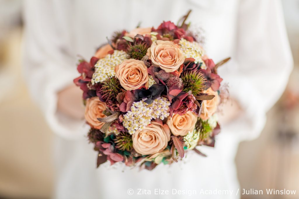 Zita Elze Design Academy Kwak Eun Seo painterly bridal bouquet Wedding Master Class photo: Julian Winslow