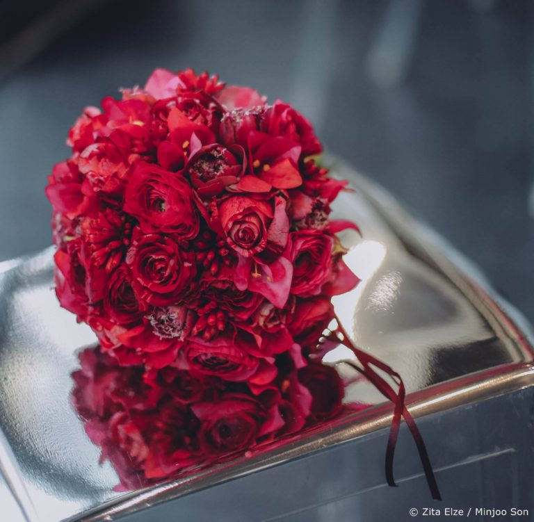 Rouge bridal bouquet with roses, ranunculus and tulips by Zita Elze wedding flowers photo Minjoo Son