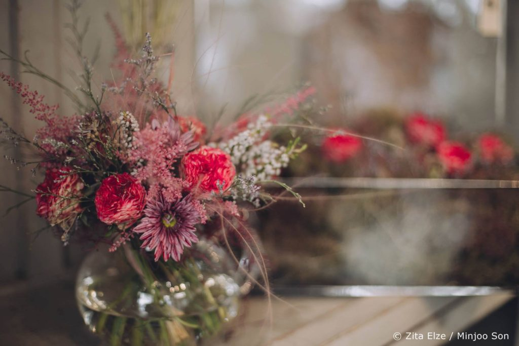 Zita Elze Mothers Day astilbe, stipa, rose bouquet photo: injoo Son 1313_wm_L