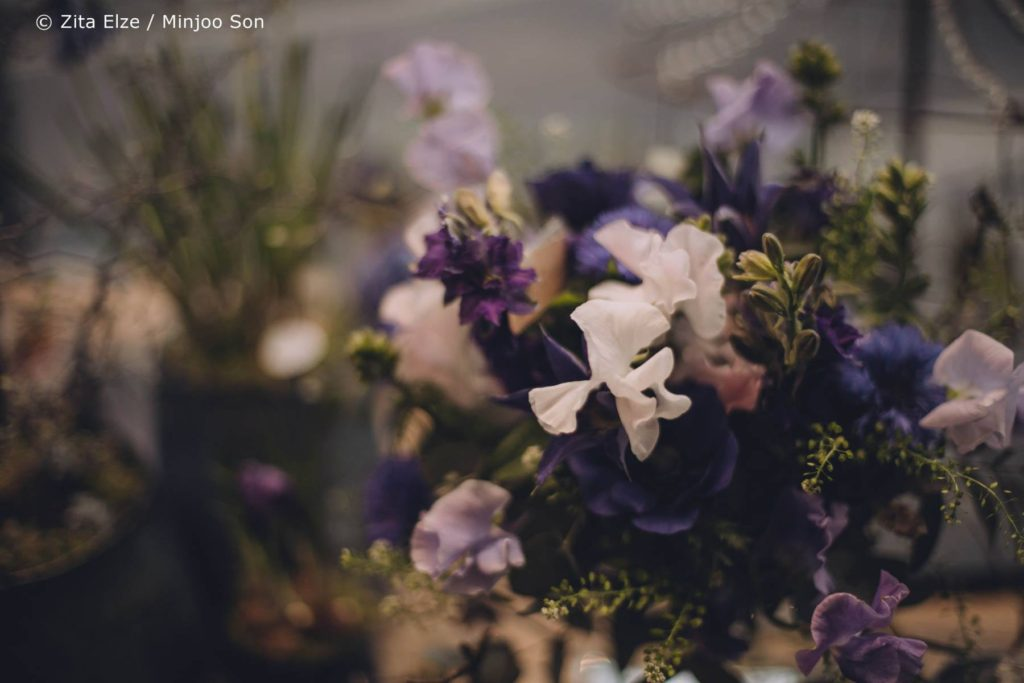 Zita Elze Mothers Day Delphinium, sweet peas and clematis bouquet photo: Minjoo Son 1313_wm_L