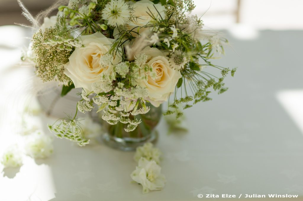 Zita Elze Wedding Flowers Bridal bouquet Nash Conservatory Kew Gardens photo: Julian Winslow px-5195_wm