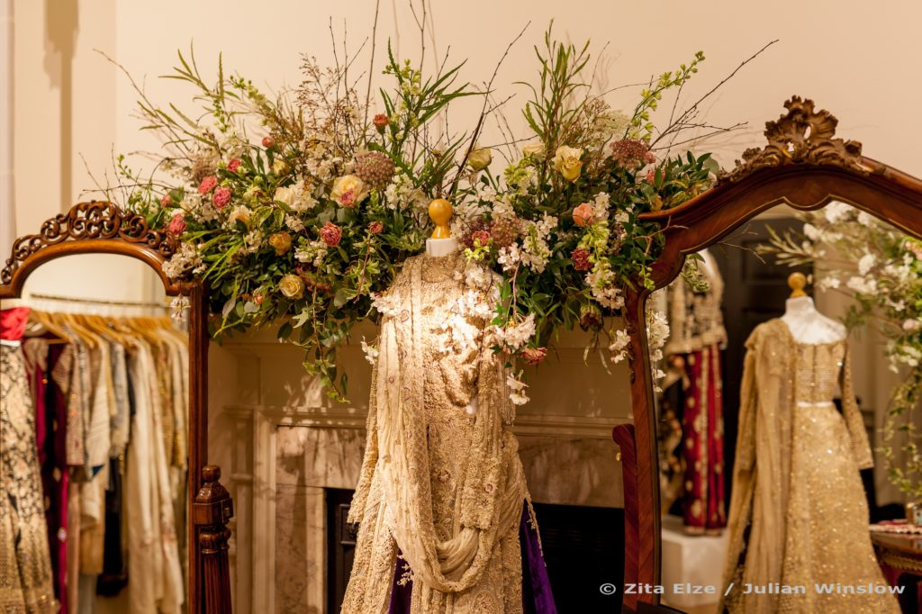 2 Zita Elze Flowers Aashni Wedding Show 2018 Somerset Hse photo Julian Winslow 2px-74_wm